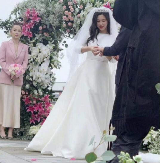 演员朱珠结婚 引发不少人的关注