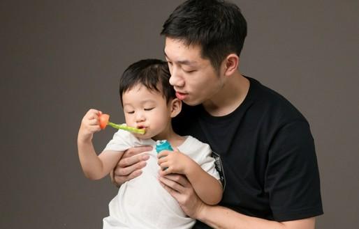 许昕晒合照为2岁儿子庆生