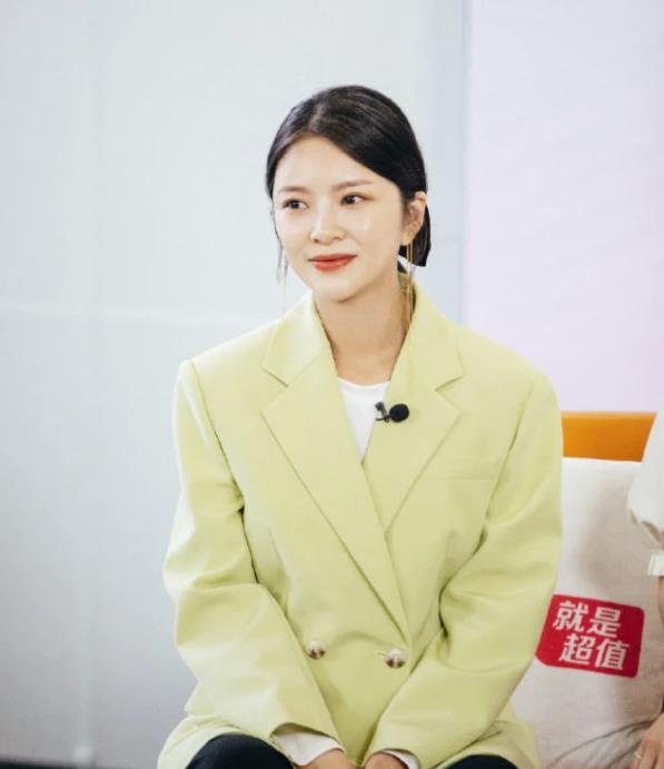 杜淳老婆王灿正面照 美貌一点不输娱乐圈女星